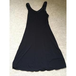 アルマーニ コレツィオーニ(ARMANI COLLEZIONI)の黒膝丈ドレス(ミディアムドレス)