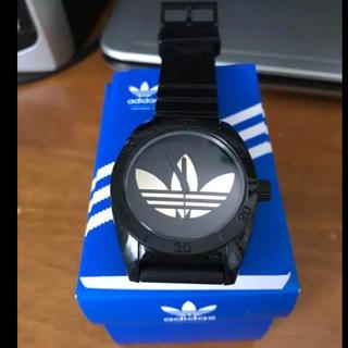 アディダス(adidas)のadidasアディダスサンティアゴスポーツウォッチブラックゴールドADH2705(腕時計(アナログ))