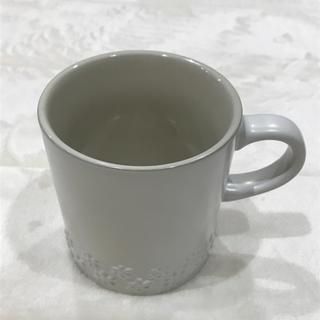 ルクルーゼ(LE CREUSET)のレア 海外ル・クルーゼ  フラワーレリーフマグカップ(食器)