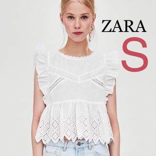 ザラ(ZARA)のZARA フリル 刺繍入り ノースリーブ  ブラウス シャツ S(シャツ/ブラウス(半袖/袖なし))