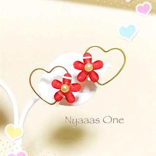 ハートと赤いお花のイヤリング(ピアス)