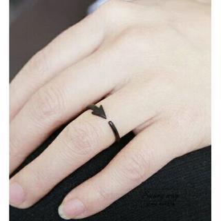 個性派★矢印リング★マットブラック 単品(リング(指輪))