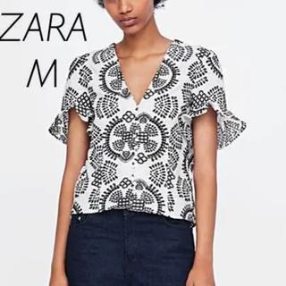 ザラ(ZARA)の【新品・未使用】ZARA 刺繍入り ブラウス Mサイズ(シャツ/ブラウス(半袖/袖なし))