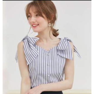 トッコ(tocco)の今期購入 新品未使用♡トッコクローゼット 肩リボン ストライプブラウス(シャツ/ブラウス(半袖/袖なし))