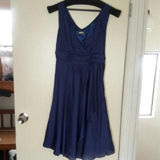 ルスーク(Le souk)のLE SOUK 紺ドレス(日本製)(ミディアムドレス)