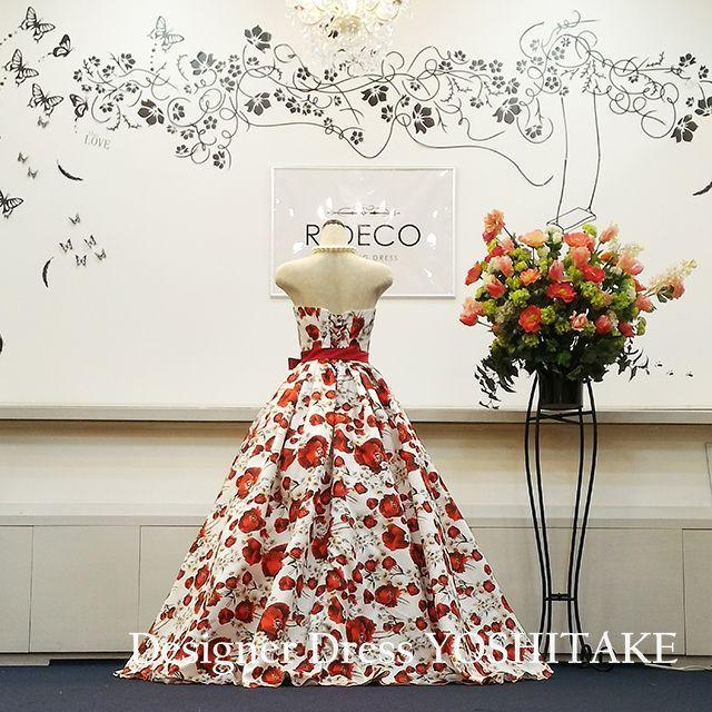 ウエディングドレス(パニエ無料) 赤い花柄 披露宴/二次会 レディースのフォーマル/ドレス(ウェディングドレス)の商品写真