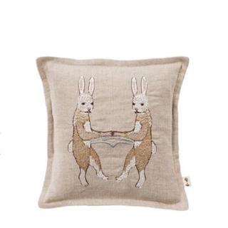 アッシュペーフランス(H.P.FRANCE)のCORAL & TUSK  bunny love ウサギのクッション小(クッション)