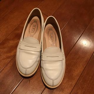 トッズ(TOD'S)のシューズ(トッズ)(ローファー/革靴)