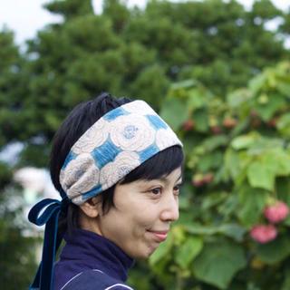 ミナペルホネン(mina perhonen)の即完売 ミナペルホネン rosas ヘッドドレス 刺繍 美品(ヘアバンド)