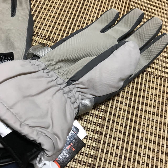 新品  M スキー手袋 スキーグローブ シンサレート 合成皮革 ナイロン100% スポーツ/アウトドアのスノーボード(ウエア/装備)の商品写真