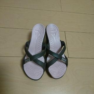 クロックス(crocs)のcrocs cyprus heel ピンク✕ブラウン(サンダル)
