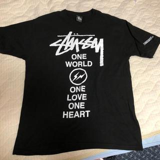 ステューシー(STUSSY)の美品 stussy×フラグメント チャリティー Tシャツ(Tシャツ/カットソー(半袖/袖なし))