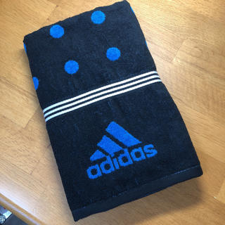 アディダス(adidas)の未使用のadidasのバスタオル♡(タオル/バス用品)