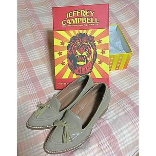 ジェフリーキャンベル(JEFFREY CAMPBELL)のジェフリーキャンベル エナメルタッセル付きシューズ(ローファー/革靴)