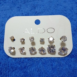 アルド(ALDO)のALDO ピアス 12個セット 新品未使用 送料込み(ピアス)