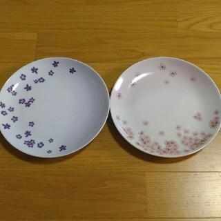 お花の柄のお皿2枚