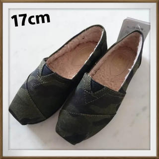 シマムラ(しまむら)の新品 17cm TOMS風 カモフラ 内ボア スリッポン キッズ 靴 リンク(スリッポン)