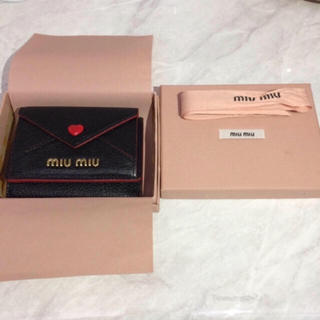 ミュウミュウ(miumiu)のフリル 最安値 miumiu ラブレター財布(折り財布)