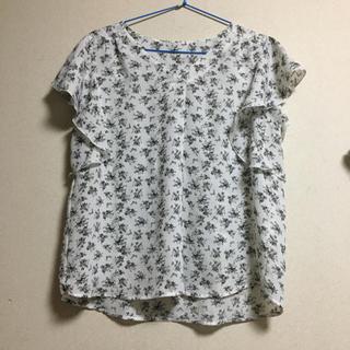 ジーユー(GU)のGU フラワープリント フリルスリーブブラウス(シャツ/ブラウス(半袖/袖なし))