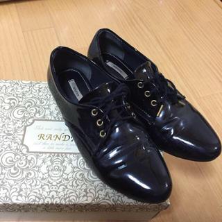 ランダ(RANDA)のエナメルレースアップシューズ (ローファー/革靴)