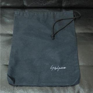 ヨウジヤマモト(Yohji Yamamoto)のロゴ入り ヨウジヤマモト シューズ袋(その他)
