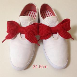 アディダス(adidas)のアディダス*adidas リボン スニーカー スリッポン 赤白 24.5(スニーカー)