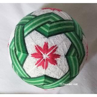 てまり「三菱模様と花」白地緑の三菱、赤花 手まり 手毬 手鞠(その他)