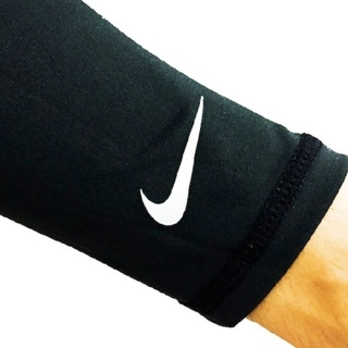 ナイキ(NIKE)の新品 M/L NIKE lightweight running sleeves(手袋)