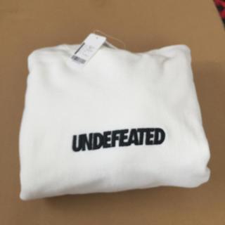 アンディフィーテッド(UNDEFEATED)のMサイズ undefeated LOGO CREWNECK(スウェット)