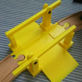 イケア(IKEA)のIKEA LILLABO 踏み切りパーツ 3Dプリンター作成(電車のおもちゃ/車)