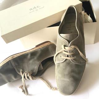 エヌディーシー(n.d.c. nom de code)のn.d.c. スウェードメンズ革靴グレー(ドレス/ビジネス)