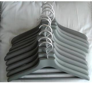 ムジルシリョウヒン(MUJI (無印良品))の無印良品 滑りにくいハンガー グレー スリム(押し入れ収納/ハンガー)