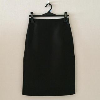 アレッサンドロデラクア(Alessandro Dell'Acqua)のアレッサンドロデラクア♡シルク素材の黒色膝丈スカート(ひざ丈スカート)