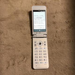 キョウセラ(京セラ)のSIMフリー au ガラホ GRATINA 4G 白 新品 未使用(携帯電話本体)