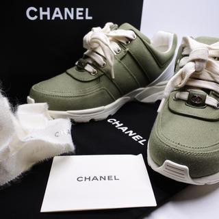 シャネル(CHANEL)のシャネル スニーカー カーキ 新品同様 レディース 36 17C シューズ 靴 (スニーカー)