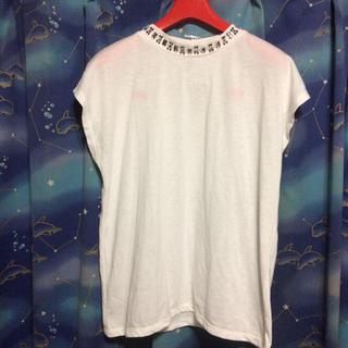 ジーユー(GU)の新品未使用 G U ビジュー付き白トップス サイズM(シャツ/ブラウス(半袖/袖なし))