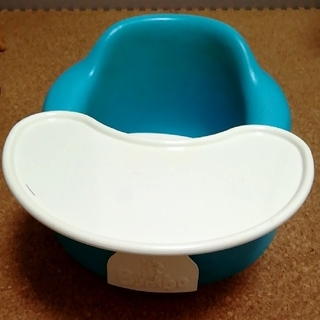 バンボ(Bumbo)の[条件付きお値下げ可]Bumboブルー(テーブル付き)(その他)