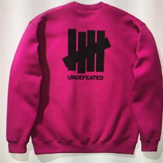 アンディフィーテッド(UNDEFEATED)のMサイズ 赤紫 パープル UNDEFEATED スウェット トレーナー 新作新品(スウェット)