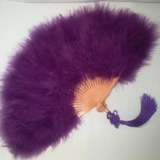 新品 特大羽扇子 ジュリアナ 大きな紐飾り付き 紫(小道具)