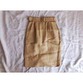 イエローベージュのベルト付きスカート(ひざ丈スカート)