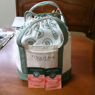 ロクシタン(L'OCCITANE)のロゴ巾着つきバッグ&シャンプ-&コンディショナ-(ハンドバッグ)