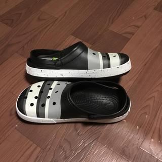 クロックス(crocs)の残少 クロックス 26cm ブラック ライトグレー ビーチサンダル 限定商品(サンダル)
