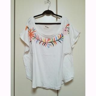 クスクス(kuskus)のkuskus Tシャツ(Tシャツ(半袖/袖なし))