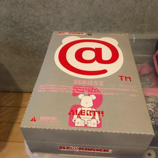 1箱(24体入) 新品未開封 ベアブリック シリーズ2 BE@RBRICK