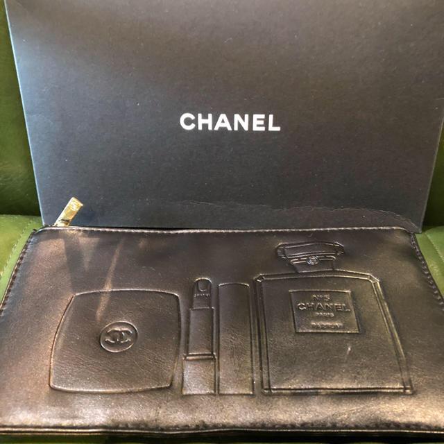 【CHANEL】【新品】【箱付き】ブラックポーチ レディースのファッション小物(ポーチ)の商品写真