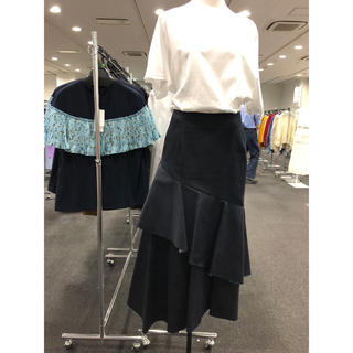 ルシェルブルー(LE CIEL BLEU)のペプラムフレアデニムスカート(ひざ丈スカート)