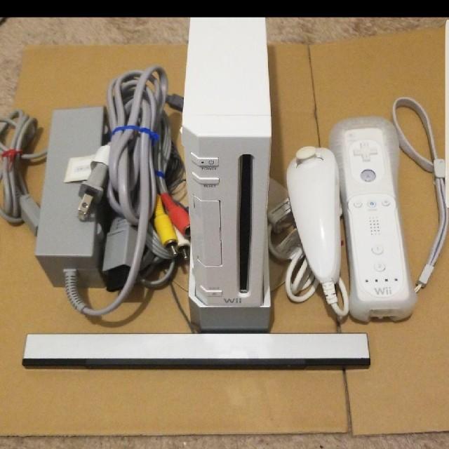 Wii(ウィー)のWii本体 エンタメ/ホビーのテレビゲーム(家庭用ゲーム本体)の商品写真