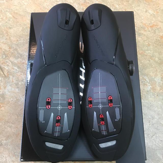 SHIMANO(シマノ)のシマノビンディングロードシューズ『SH-RC901ワイド』42サイズ 黒 幅広  スポーツ/アウトドアの自転車(ウエア)の商品写真
