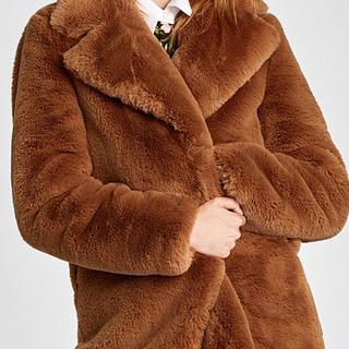 ザラ(ZARA)のモコモコの上着。ZARA新品タグ付き 最終お値下げ(毛皮/ファーコート)