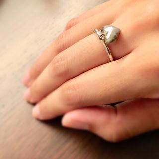 アンティーク調ハートチャーム付き シルバーリング(リング(指輪))
